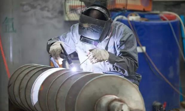 回旋轴堆焊技术超耐磨硬合金书面报告技艺
